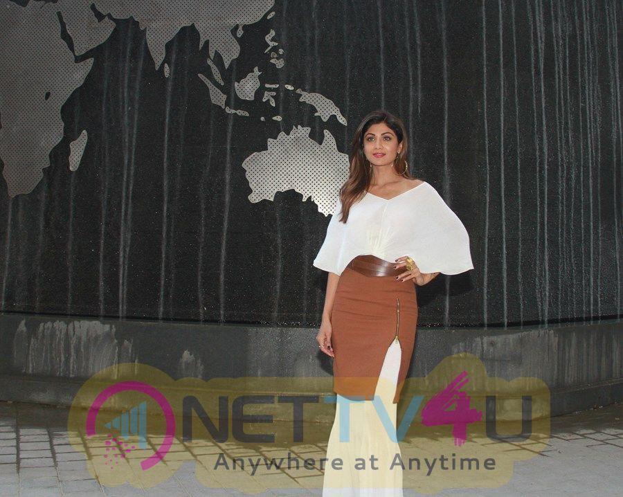 Actress Shilpa Shetty Pretty Pics Hindi Gallery