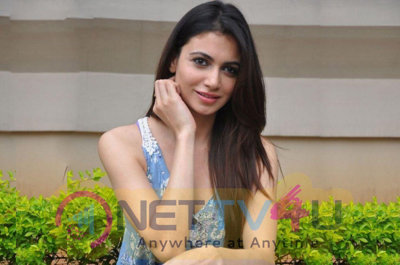 Actress Simran Kaur Mundi Charming Pics