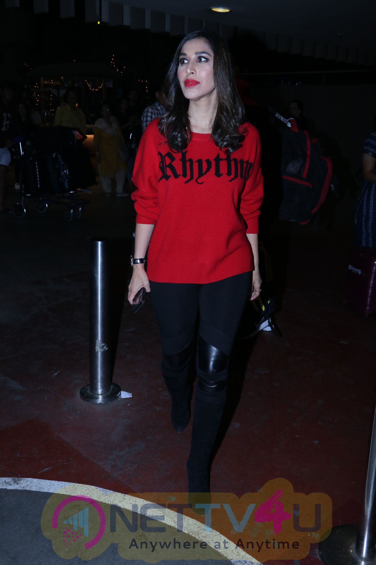 Sophie Choudry Spotted At Airport Hindi Gallery