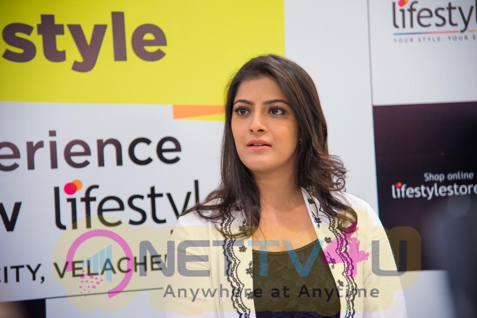 Actress Varalaxmi Sarathkumar Gorgeous Pics Tamil Gallery
