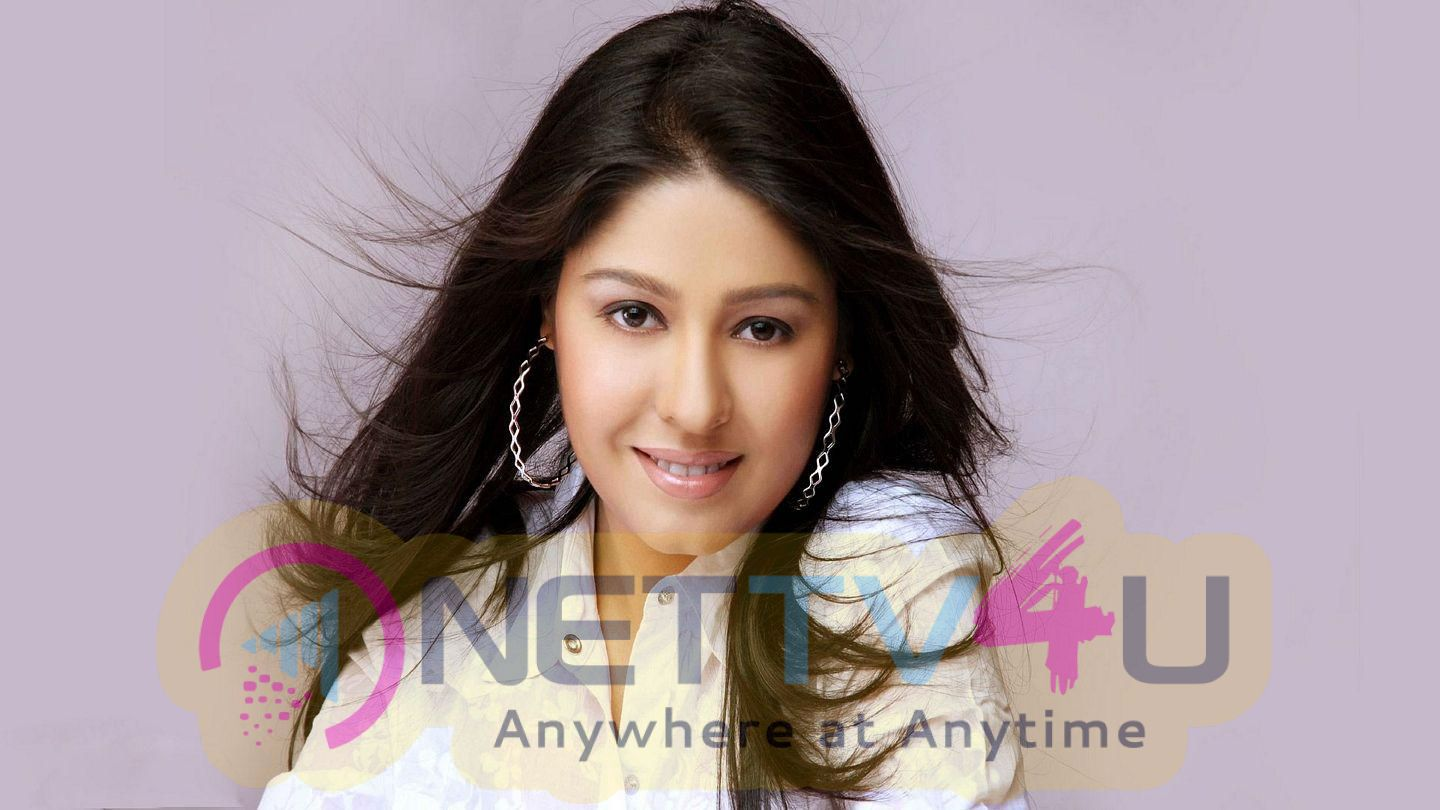 Singer Sunidhi Chauhan Lovely Images Hindi Gallery