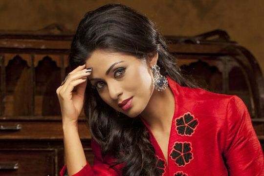 Sadha Plays A Call Girl In Torch Light!