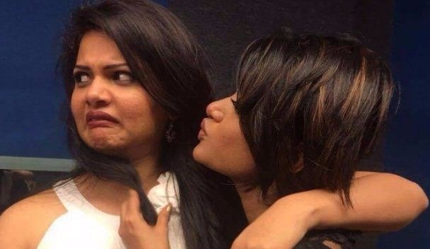 Anuya Reveals About The Real Oviya!