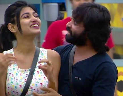 Snehan Peeped In To Oviya's Bed? Tamil News