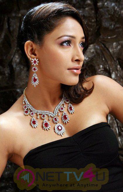 Telugu Actress Kesha Khambhati Hot Photo Shoot