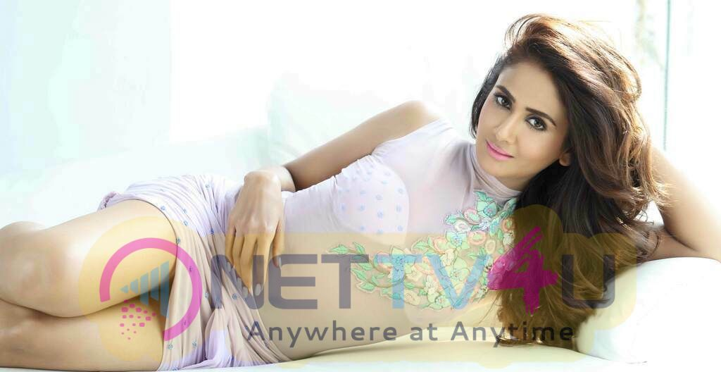 Actress Parul Yadav Attractive Stills