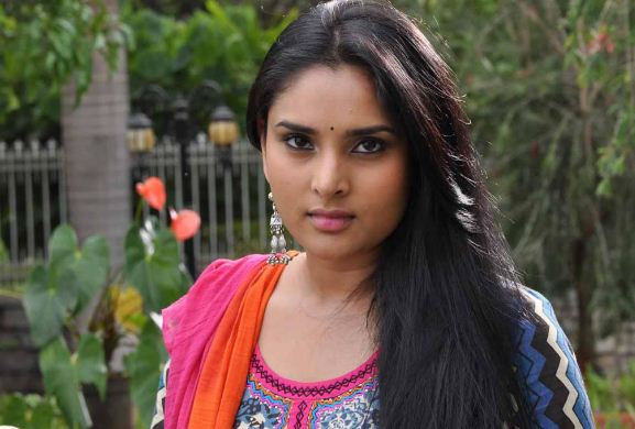 Ramya Spandana Returns Home After Getting Treatment For Food Poison!