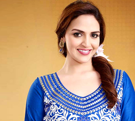 Esha Deol Makes Appearance As Chef In Her Comeb..