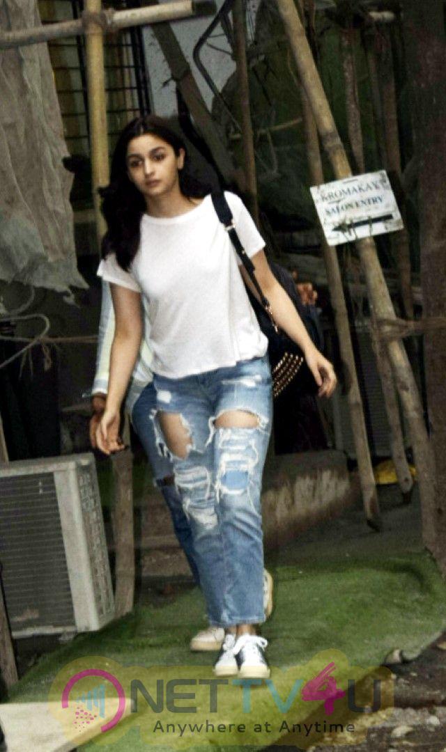 Alia Bhatt Spotted At Kromakay Salon In Juhu Images