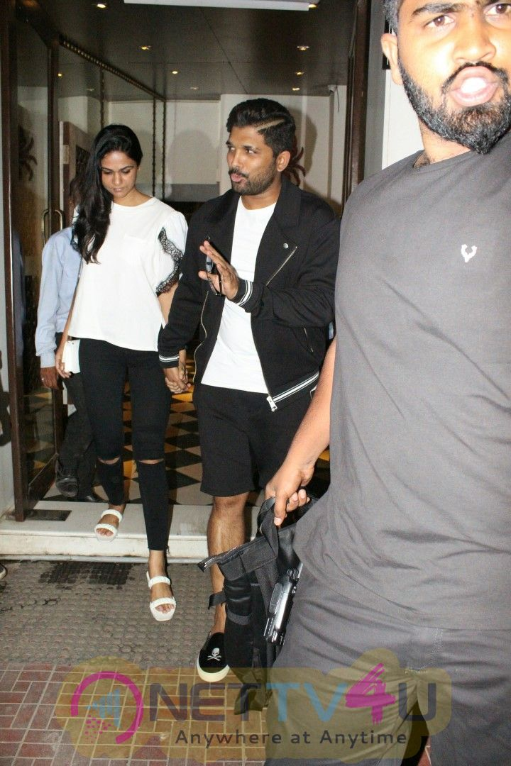 Allu Arjun Spotted At Bandra Best Images