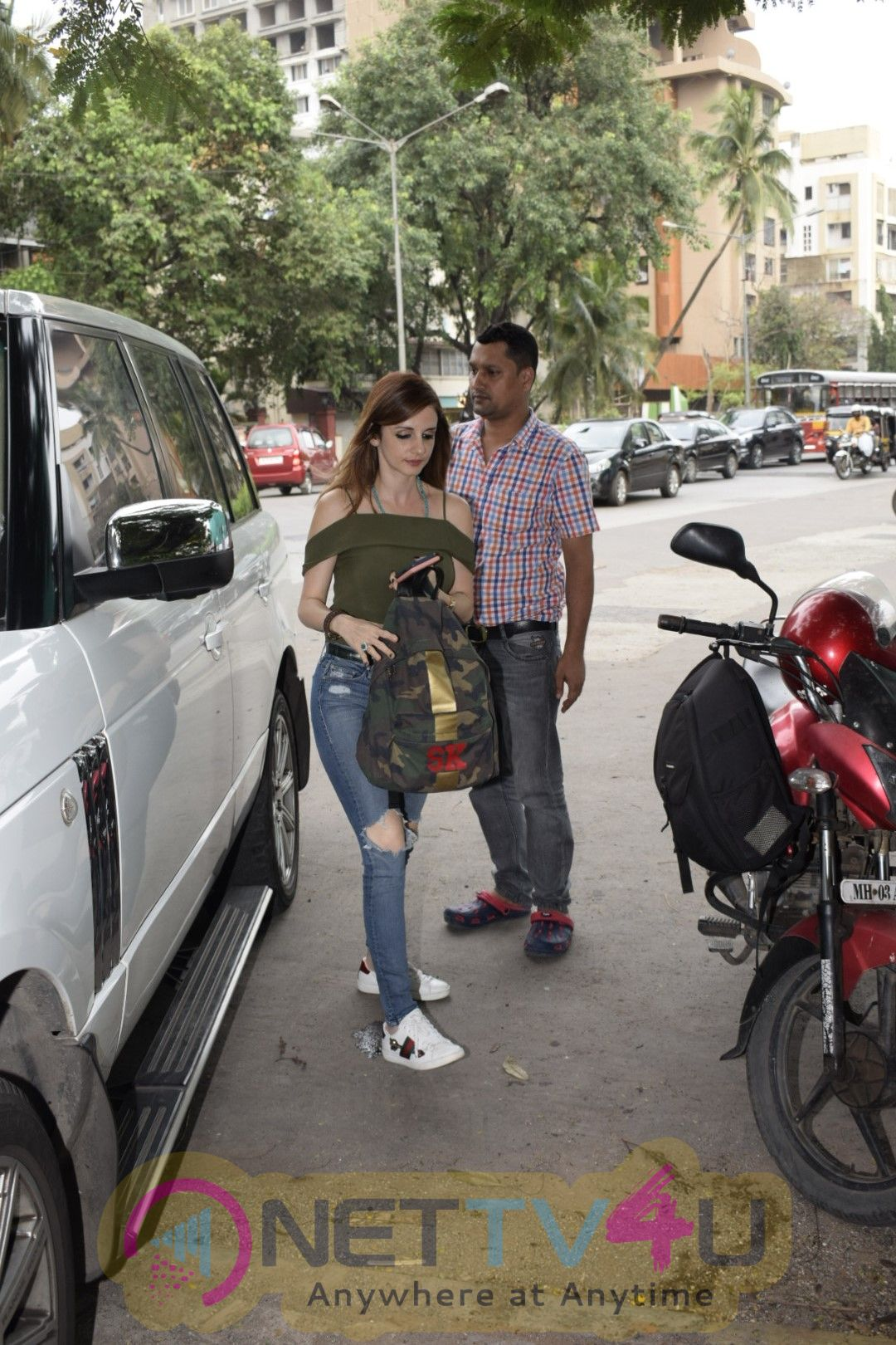 Suzanne Khan Spotted At Kromakay Salon In Juhu Stills Hindi Gallery