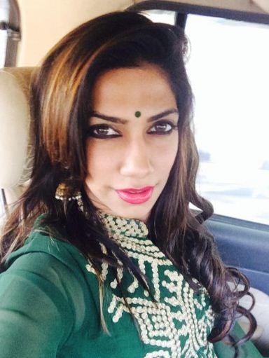 Anchor Bhavana Balakrishnan To Break Her Latest Mobile Phone!