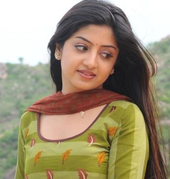 Poonam Kaur Ran Away From The Shooting!
