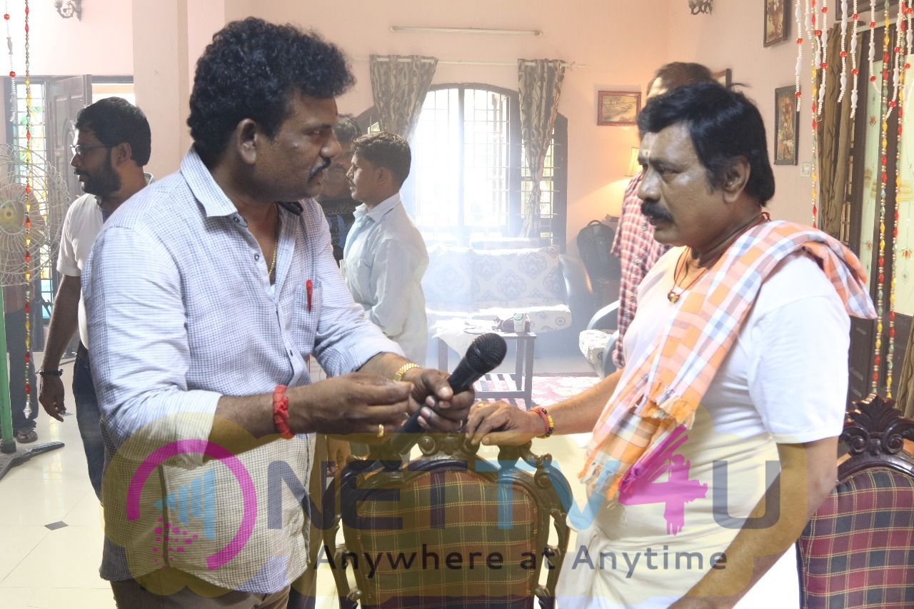Nandu En Nanban Movie Working Stills