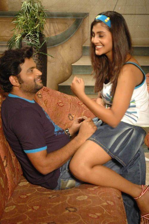 6th Sense - Adi Kala Kadu Bhavishyathu Movie Review
