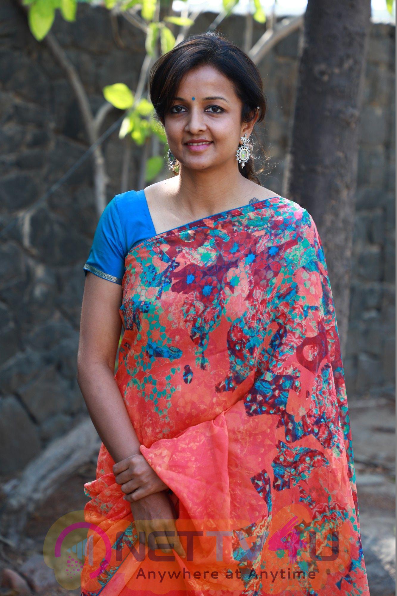 Director Kiruthiga Udhayanidhi Good Looking Photos