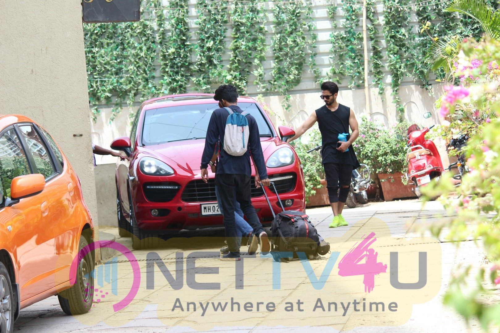 Shahid Kapoor Spotted At Gym In Bandra Images