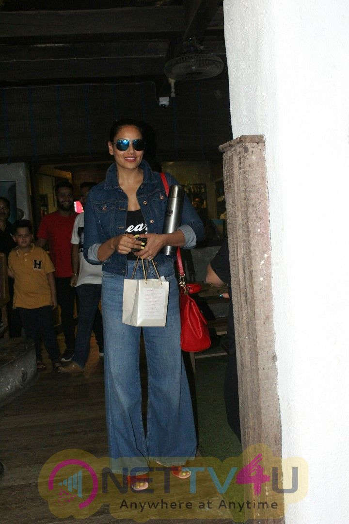 Bipasha Basu Spotted At Bandra Images