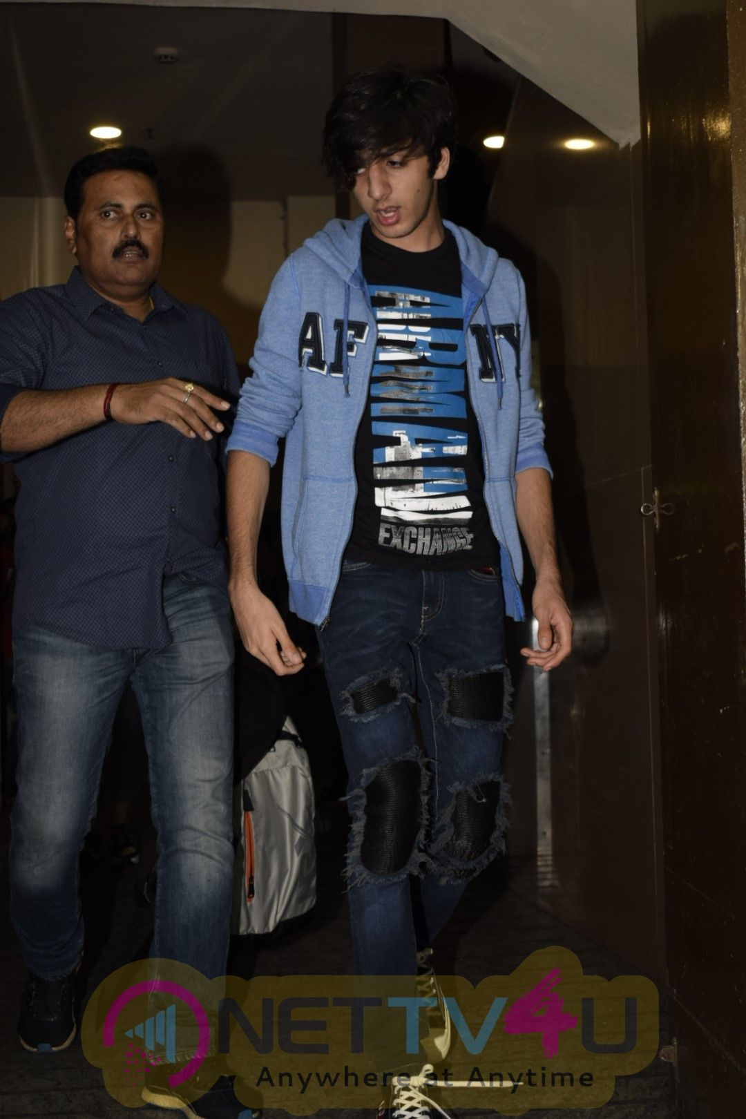 Hrithik And His  Family Spotted At PVR Juhu Images Hindi Gallery