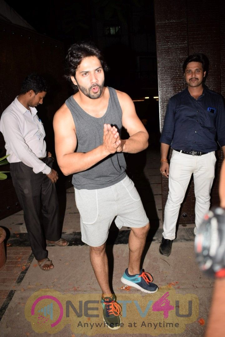 Photo Varun Dhawan Spotted At Gym Juhu Images Hindi Gallery
