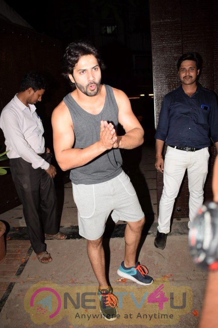 Photo Varun Dhawan Spotted At Gym Juhu Images Hindi Gallery