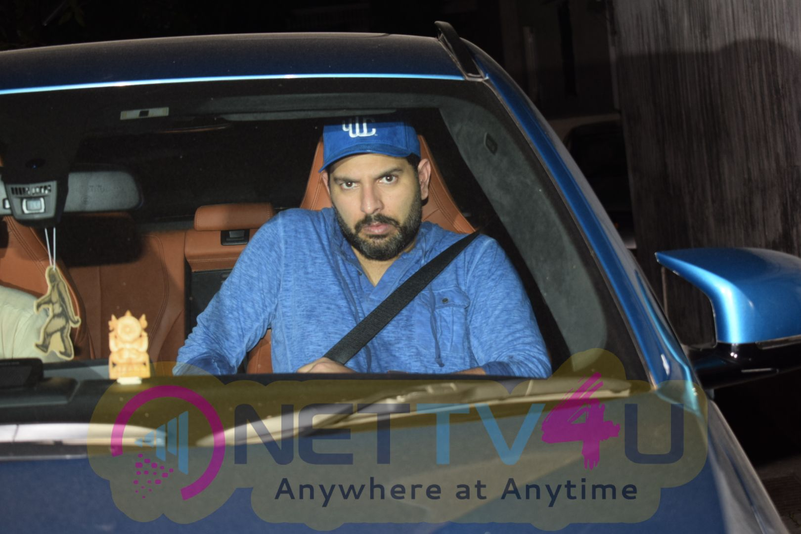 Yuvraj Singh And  Hazel Spotted At Juhu Exciting Images