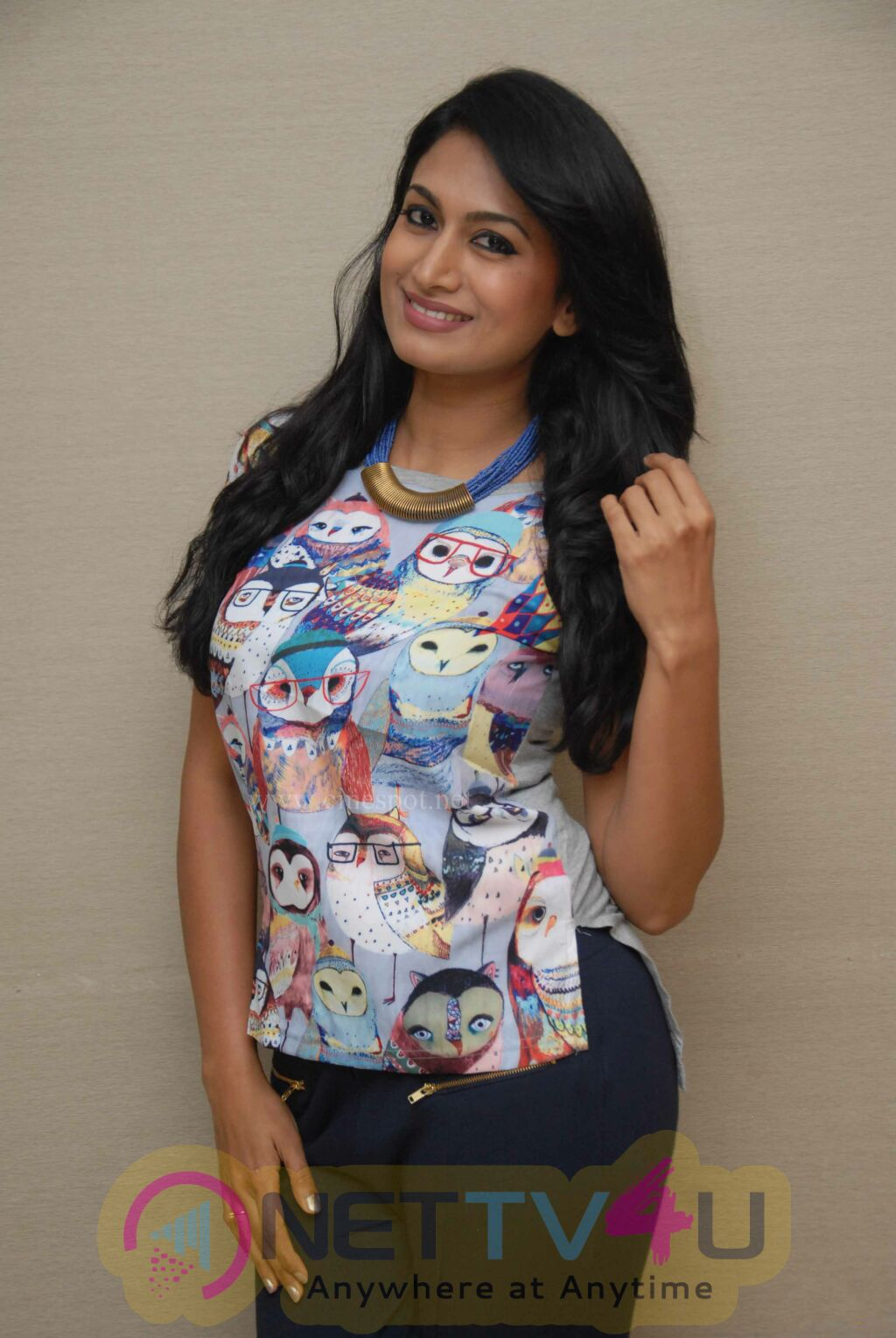 Actress Shwetha Srivatsav Lovely Stills Kannada Gallery