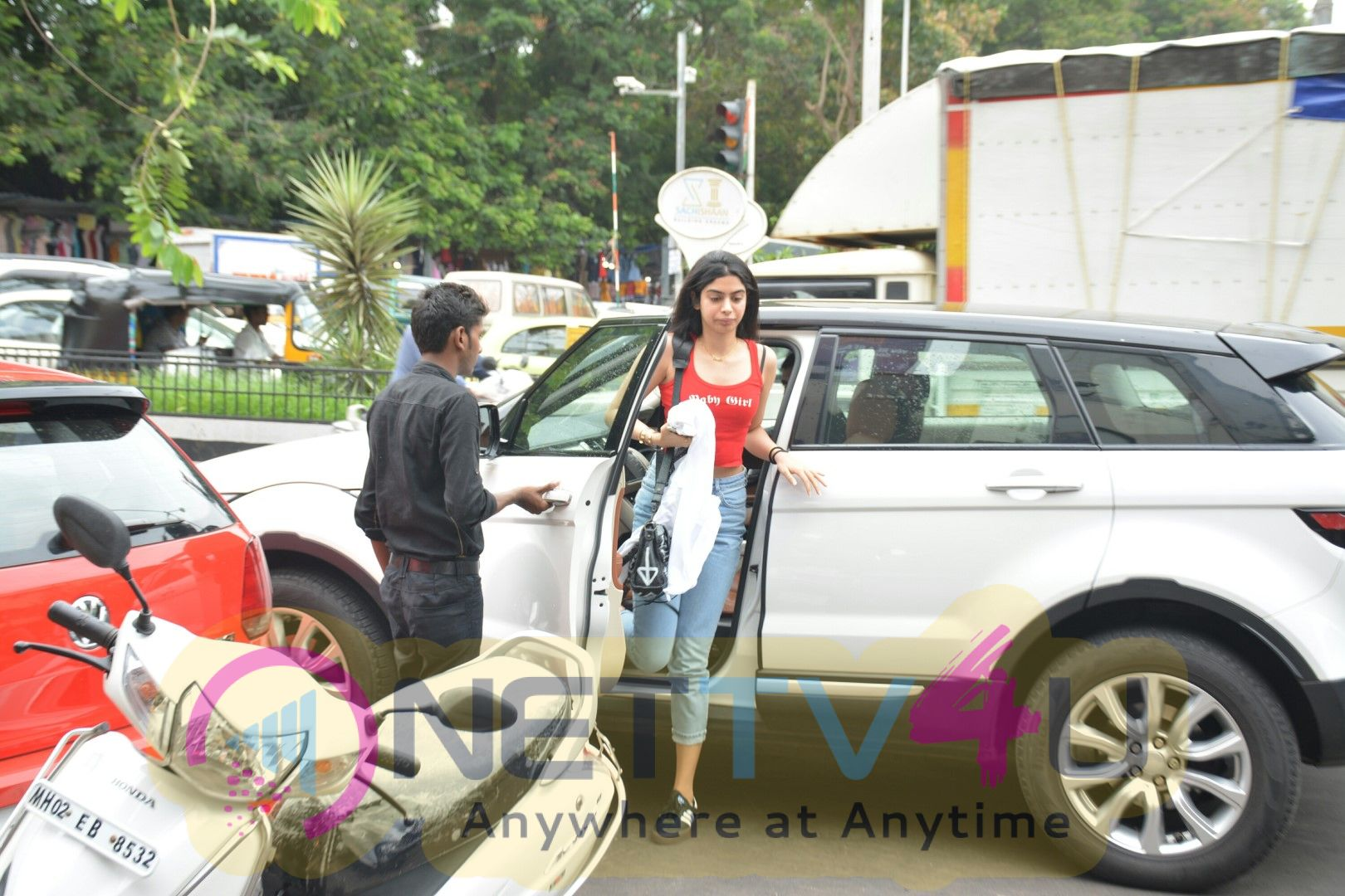 Khushi Kapoor Came To Bandra