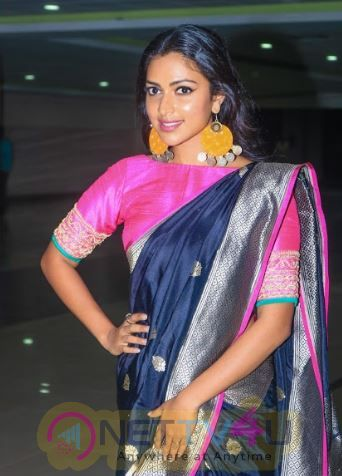 Actress Amala Paul Attractive Stills Tamil Gallery