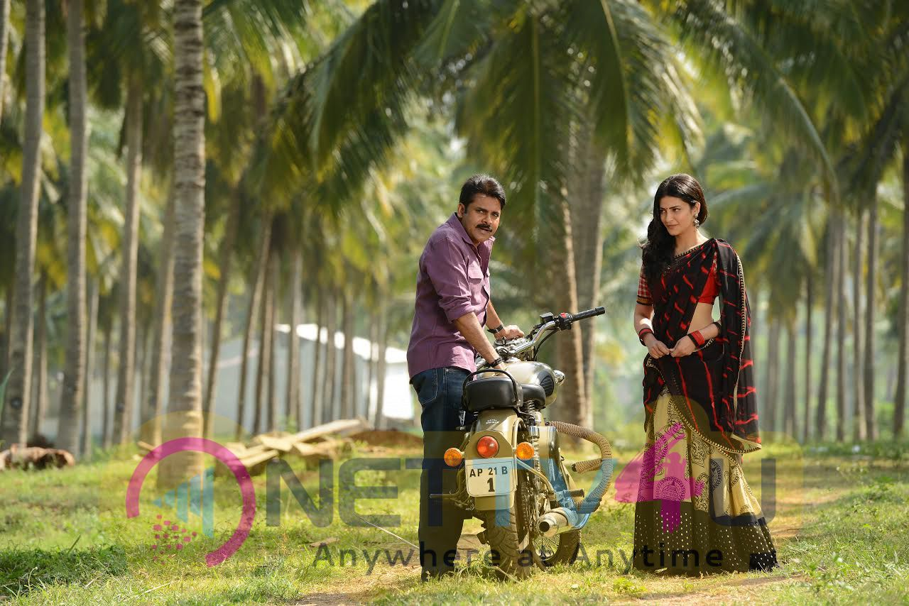 Pawan Kalyan & Shruti Hassan In Katamarayudu Movie Still