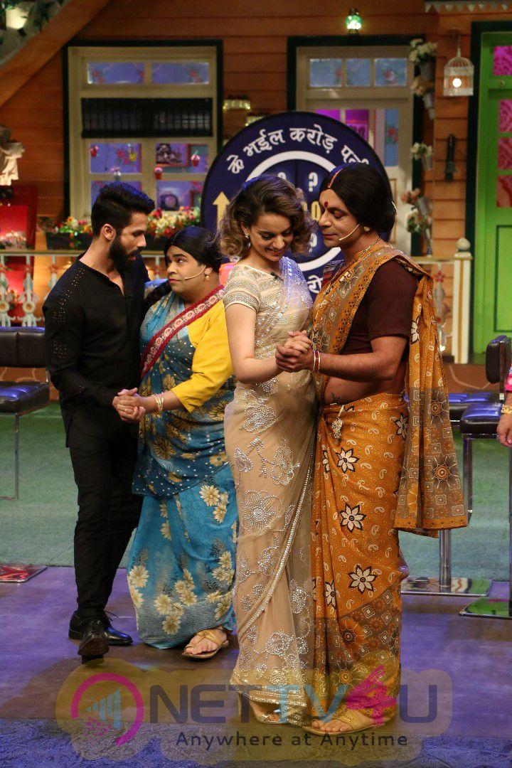 Shahid Kapoor & Kangana Ranaut On Set Of The Kapil Sharma Show Photos