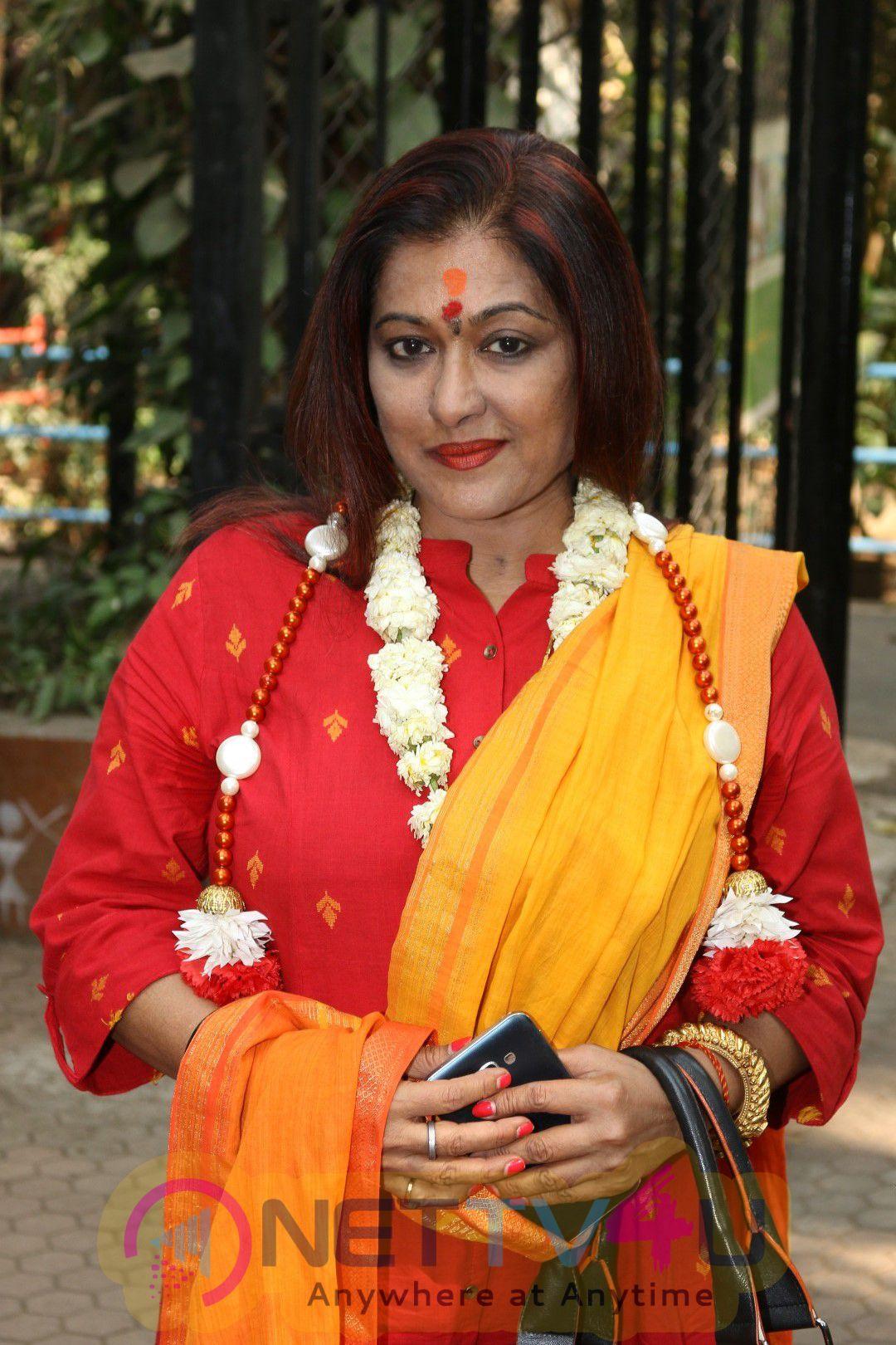 Singer Sonali Kumar Rathod Celebrate Her Birthday On Valentine Day With Special Kids Stills