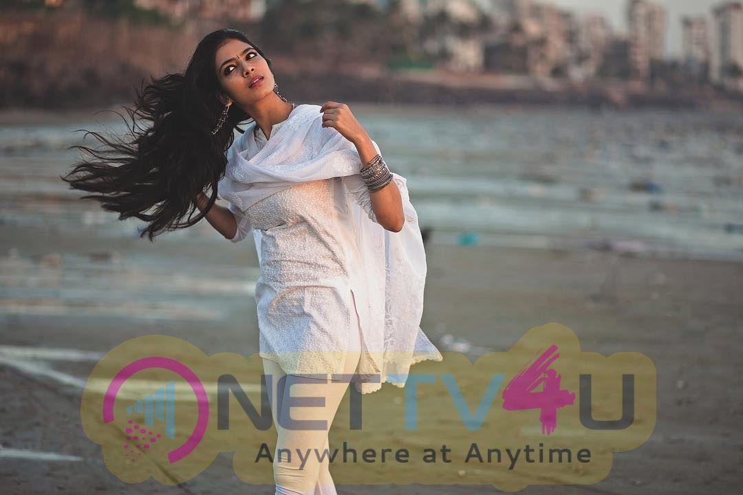 Actress Malavika Mohanan Mallu Rare Stunning Photos
