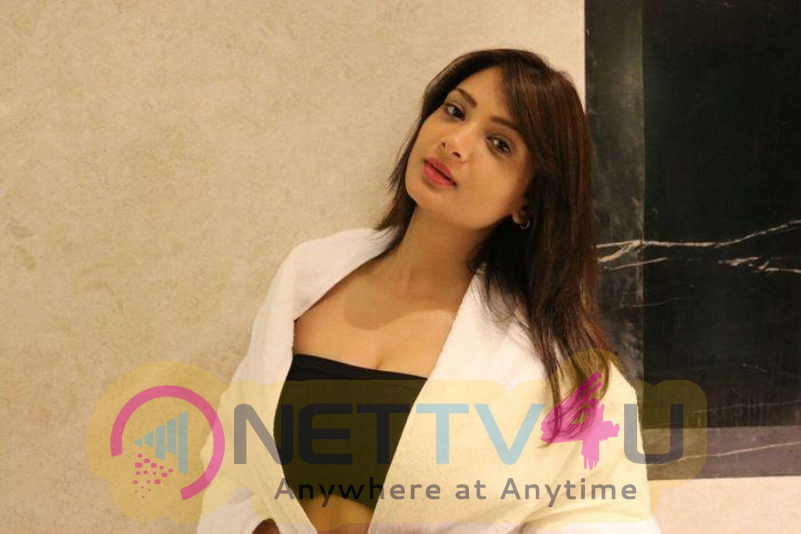 Actress Ishita Vyas Beautiful Images