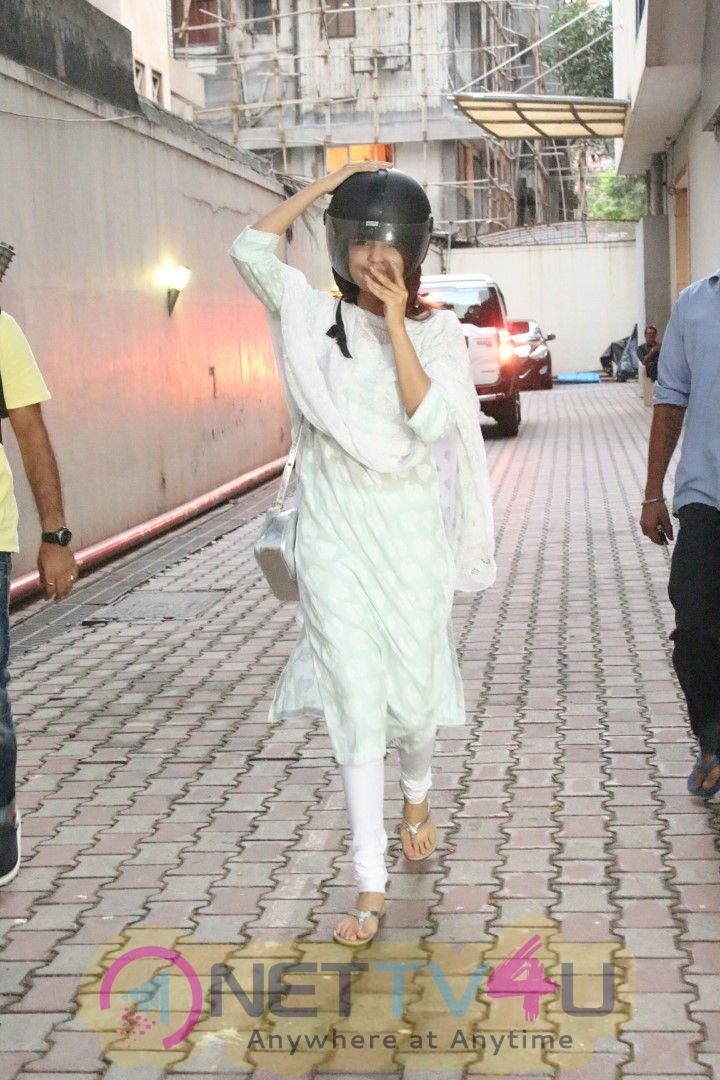 Rhea Chakraborty Spotted At Bandra Images
