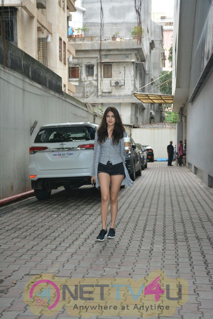 Rhea Kapoor Came To Bandra Images