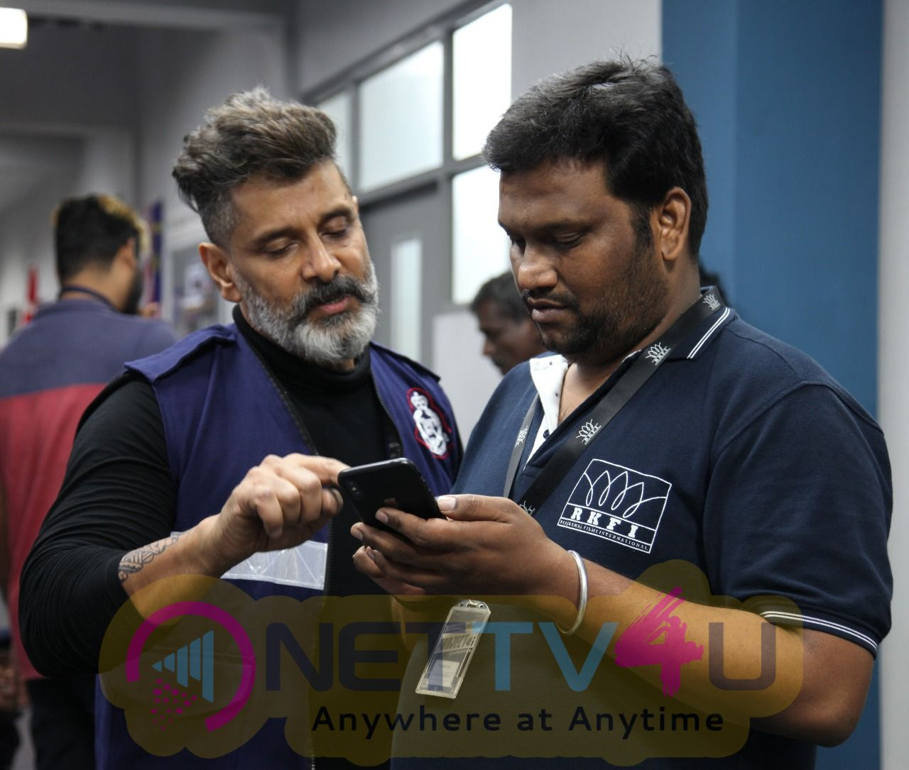 Kadaram Kondan Working Stills