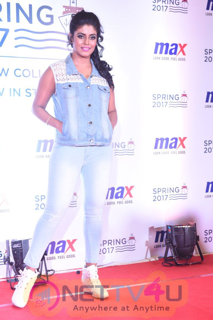 Actress Iniya Launches Max Spring 2017 Collection Grand Images