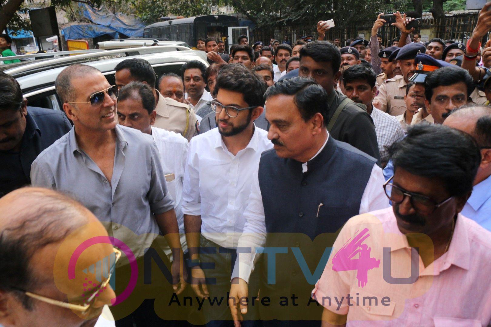 Akshay Kumar & Aditya Thackeray Inaugurate The Pad Vending Machine At Mumbai Central ST Depot Stills