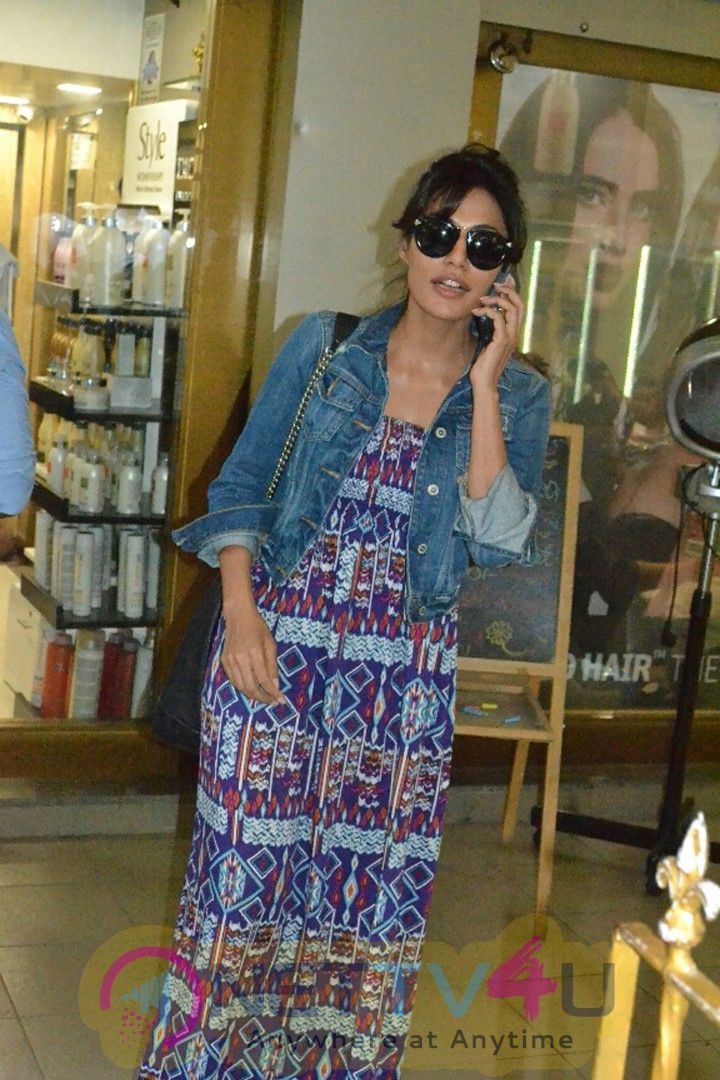Chitrangda Singh Spotted At A Salon In Bandra , Mumbai - Photos