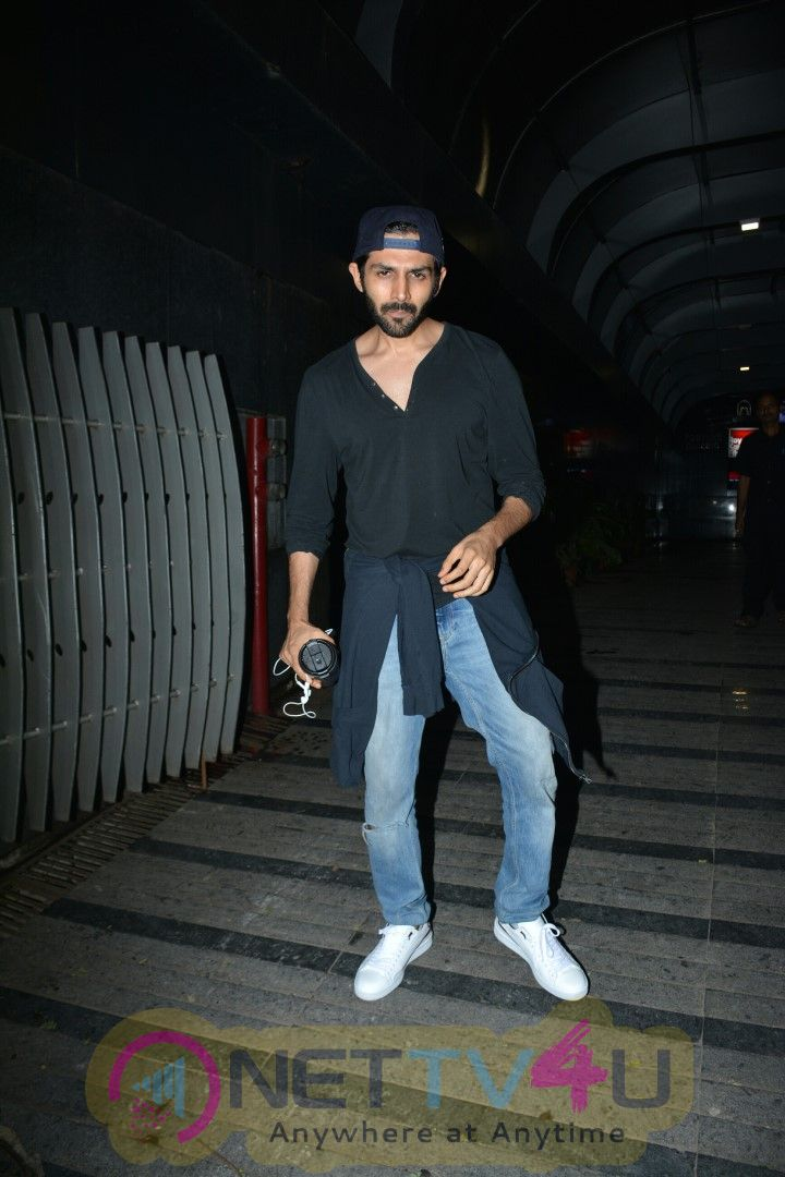 Kartik Aryan Spotted At Bandra Stunning Images