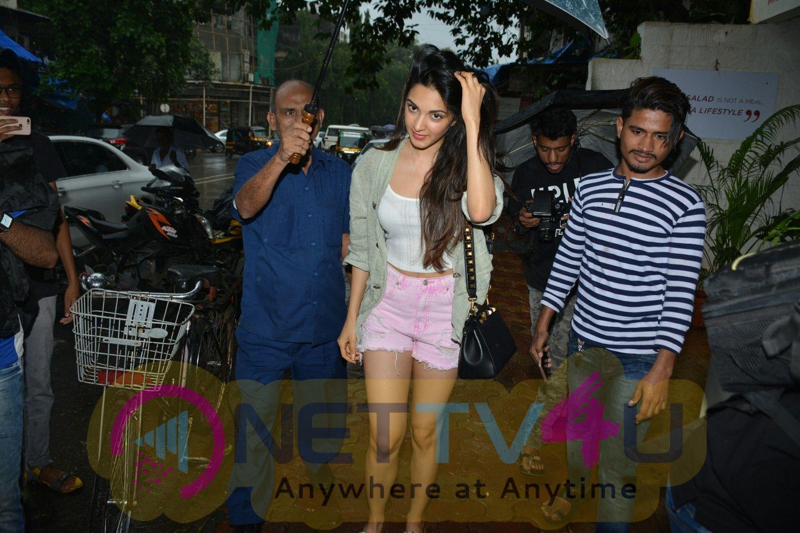 Kiara Advani Spotted At Bandra Best Images