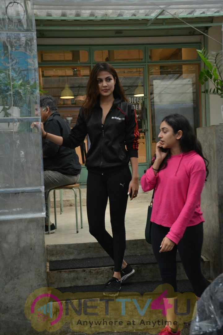 Rhea Chakraborty Spotted At Kitchen Garden In Bandra Superb Images Hindi Gallery