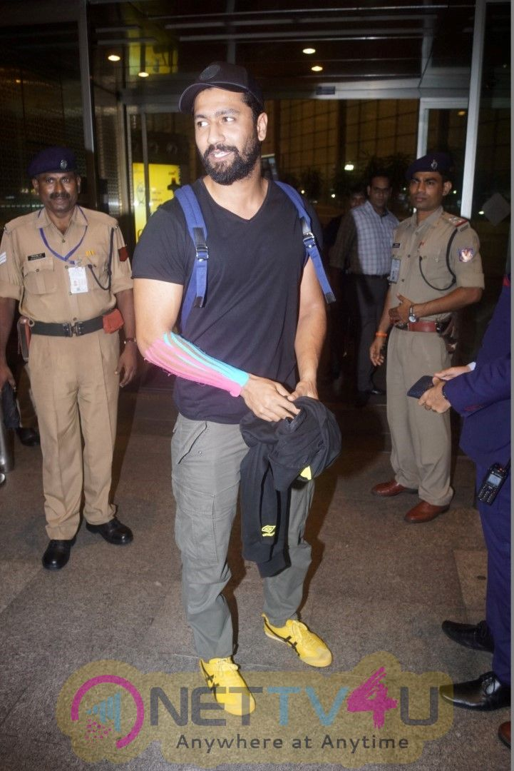 Vicky Kaushal Spotted At Airport Best Images