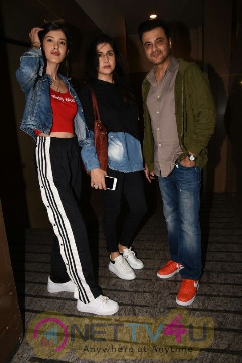 Janvi , Arjun , Sanjay Kapoor Came To PVR Theater Photos Hindi Gallery
