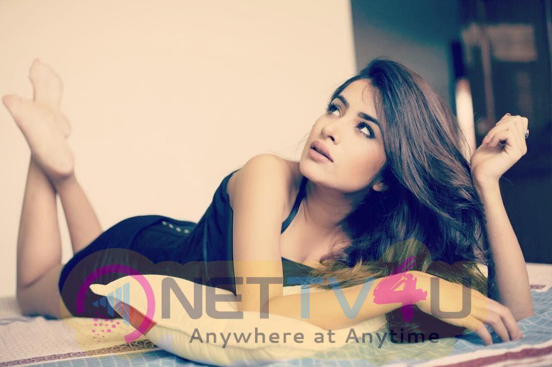 Actress Sara Gurpal Attractive Stills