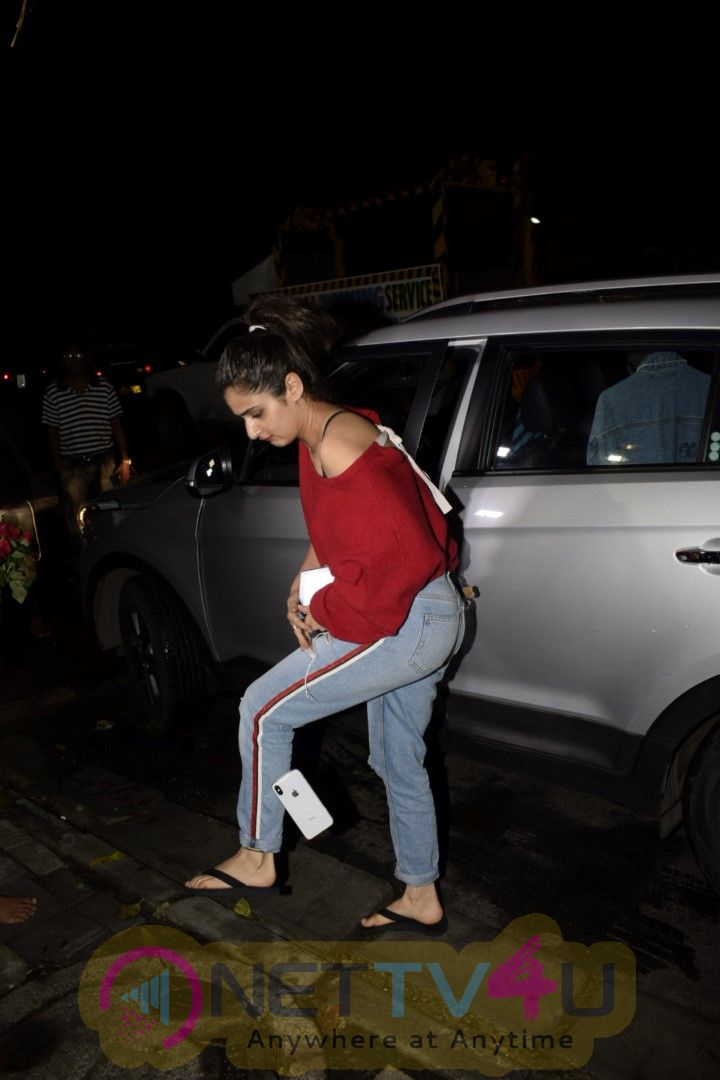 Fatima Sana Shaikh Spotted At Bblunt Restaurant In Juhu Cute Images  Hindi Gallery