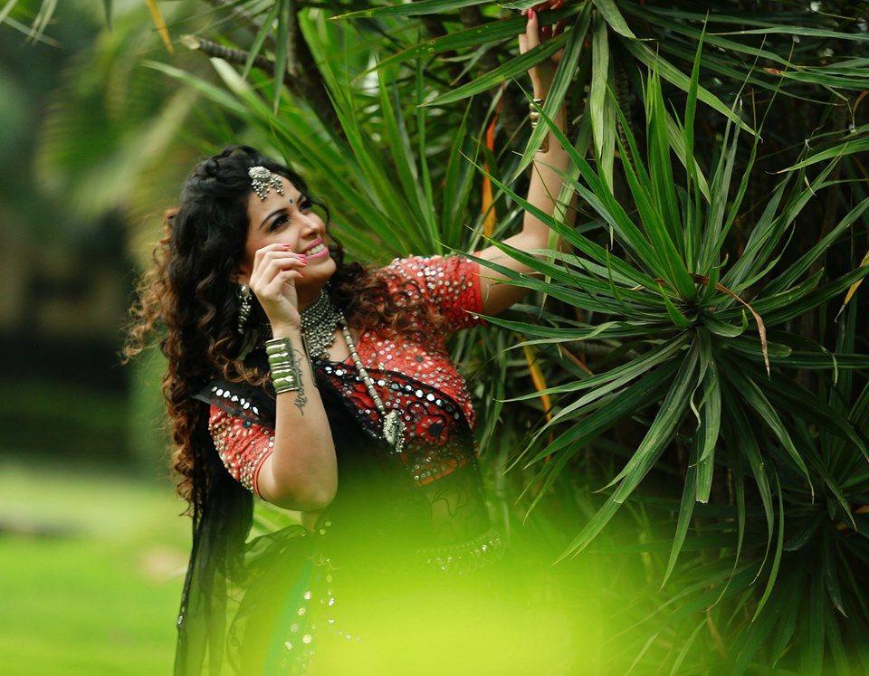 Actress Shwetha Chengappa Alluring Pics Kannada Gallery