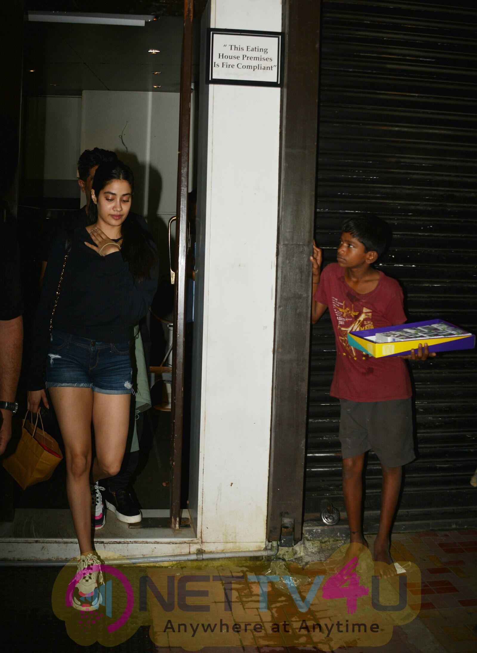 Janhvi Kapoor& Manish Malhotra Went To Bastian Restaurant