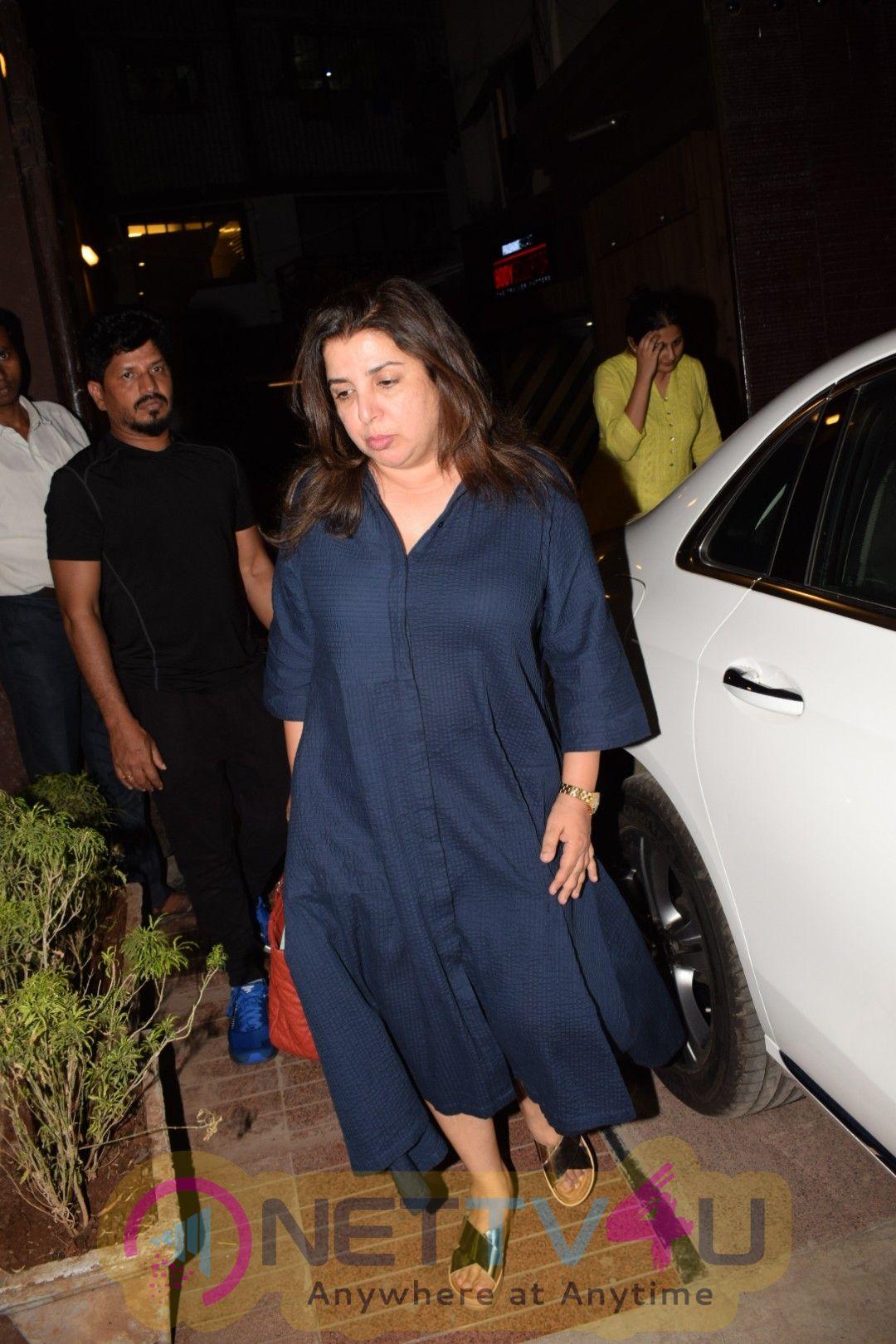 Farah Khan & Sunita Kapoor Came To Juhu Hindi Gallery